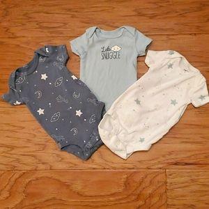 3/$15 Carter's Newborn Onesies Clouds Giraffe